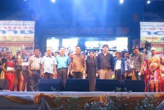 สถจ.สงขลา ร่วมกับ ทน.สงขลา จัดการประกวดแข่งขันร้องเพลงไทยลูกทุ่งประกอบหางเครือง ในงานกาชาด ๒๕๕๙